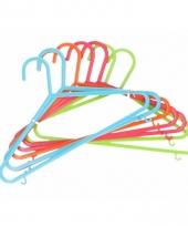 8 hangers voor kinderkleding gekleurd