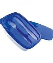 Blauwe lunchbox met bestek