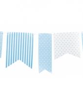 Blauwe papieren vlaggenlijn