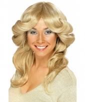 Blonde damespruik jaren 70