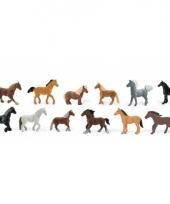 Diverse paarden van plastic