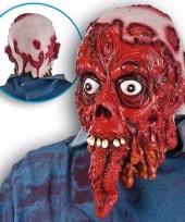 Enge bloederige masker met lange tong