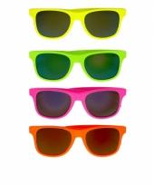 Fel gekleurde zonnebril