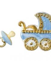 Geboorte figuren blauw voor op een kaars