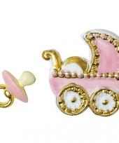 Geboorte figuren roze voor op een kaars