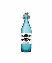 Grappige blauwe glazen fles met vergif