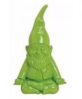 Groene spaarpot kabouter zittend