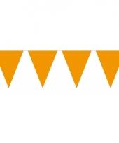 Groot formaat oranje vlaggenlijnen
