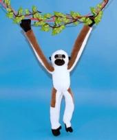 Hangende knuffel aap