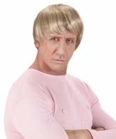 Herenpruik met blond glimmend haar