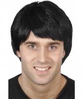 Herenpruik met zwart kort haar