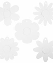 Hobby materialen witte kartonnen bloemen