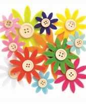 Hobby vilt 12 gekleurde vilten bloemen met knoop 3 5 7 cm