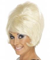 Jaren 60 damespruiken blond