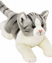 Kater poes knuffels liggend grijs wit 33 cm