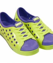 Kinder waterschoen van het merk slazenger in lime paars