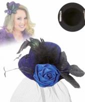 Klein hoedje blauw met roos