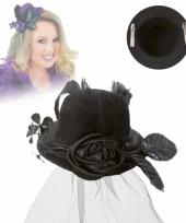 Klein hoedje zwart met roos