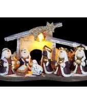 Kleine kerststal led met figuurtjes wit grijs16 cm