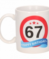 Koffiemok verkeersbord thema 67 jaar 300 ml