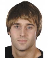 Korte herenpruik bruin haar