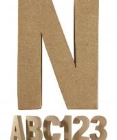 Letter n van papier mache voor decoratie