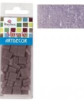Lila paarse mozaiek steentjes in doosje