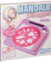 Mandala sjablonen met potloden