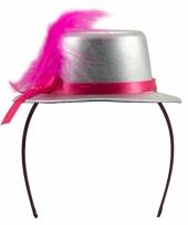Metallic zilver hoedje op tiara