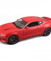 Model auto chevrolet camaro 1 18 rood