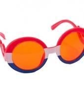 Oranje bril met gekrulde pootjes