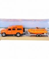 Oranje speel auto land rover met boot