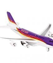 Paars model vliegtuig met licht en geluid