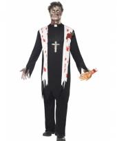 Priester kostuum bebloed