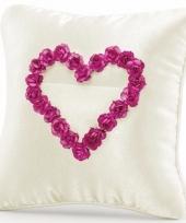 Ringkussentje creme roze 20 cm voor op bruiloft