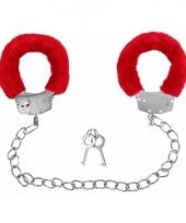 Rode handboeien voor de enkels