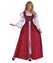 Rode jurk middeleeuwen thema