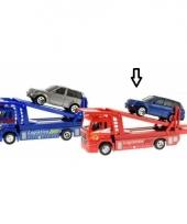 Rode oplegwagen met auto