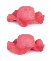 Roze flaphoeden van stro
