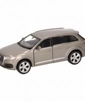 Speelgoedauto audi q7 grijs 12 cm