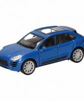 Speelgoedauto porsche macan turbo blauw 12 cm
