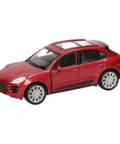 Speelgoedauto porsche macan turbo rood 12 cm