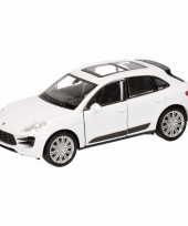 Speelgoedauto porsche macan turbo wit 12 cm