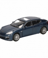 Speelgoedauto porsche panamera s blauw 12 cm