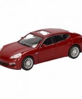Speelgoedauto porsche panamera s rood 12 cm