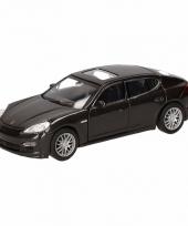 Speelgoedauto porsche panamera s zwart 12 cm