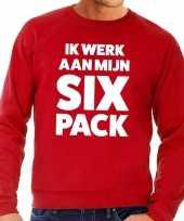 Toppers ik werk aan mijn six pack tekst sweater rood