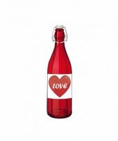 Valentijn liefdesdrank in glazen beugelfles
