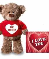 Valentijnskaart en knuffelbeer 24 cm be mine rood shirt