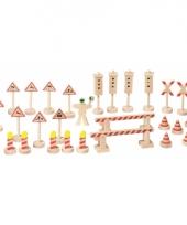 Verkeersborden van hout 29 stuks